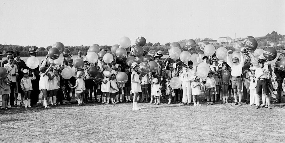 Crianças com balões, 192-
