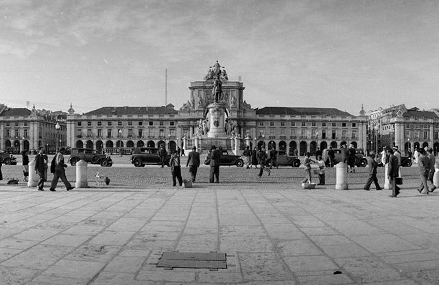 Praça do Comércio. Vista Sul, [década de 1940] | Código de referência: PT/AMLSB/CMLSBAH/PCSP/004/JBN/003648