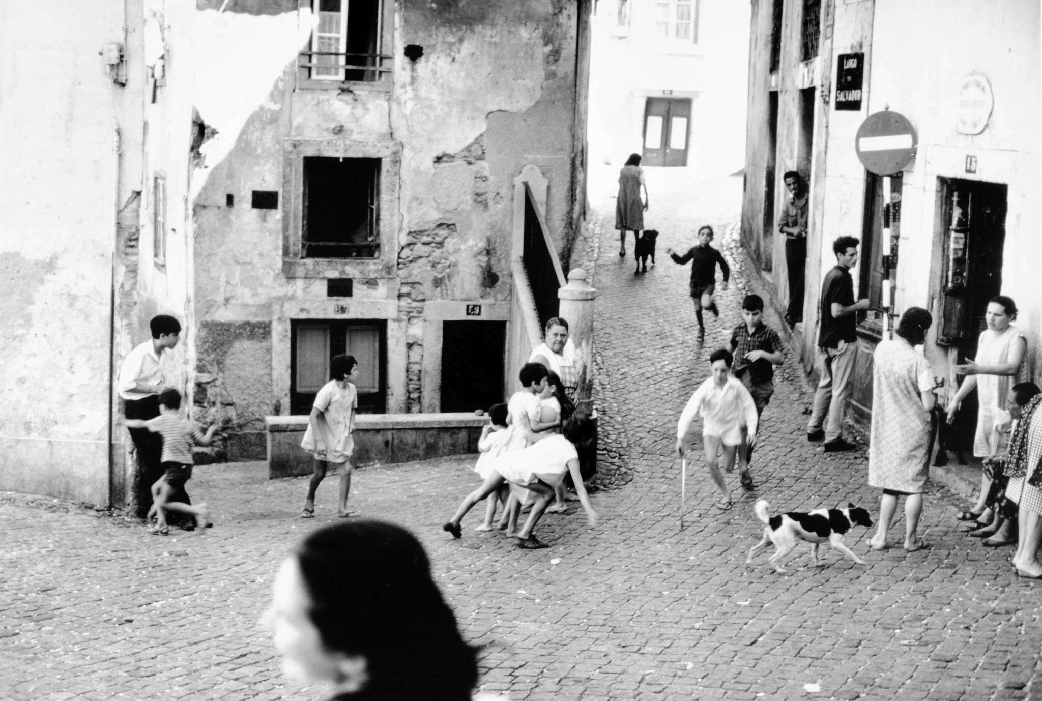 Sid Kerner, Crianças brincando na rua, 1967 | Arquivo Municipal de Lisboa, PT/AMLSB/SID/000081
