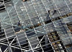 Vista aérea do Edifício dos Serviços Administrativos da Expo 98. Plano pormenor da construção do telhado | 27-02-1997 | Autor: Homem à Máquina, fotografia | Cota: SA02-10-02
